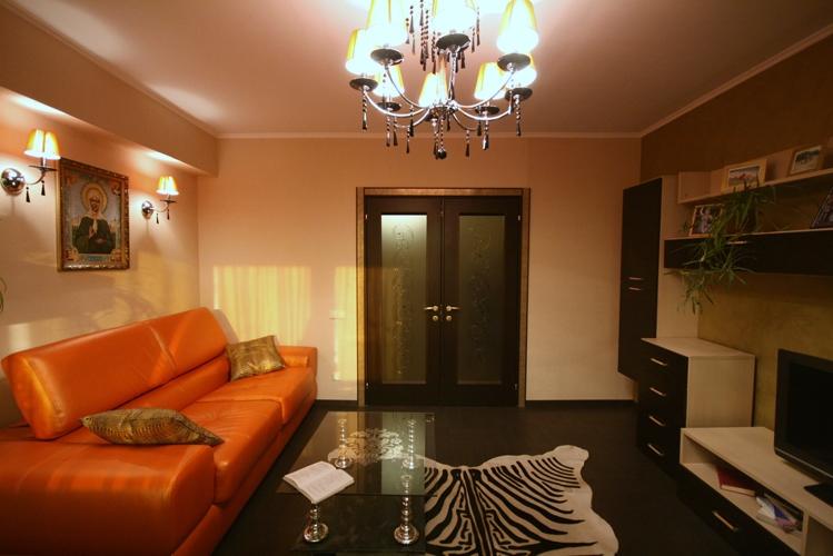 Дизайн гостиной 18 кв.м с камином фото