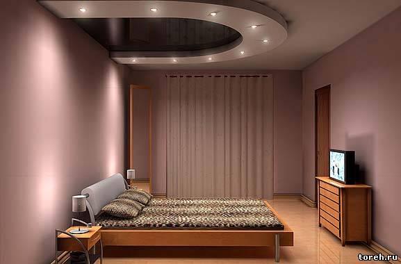 Дизайн потолка в маленькой спальне